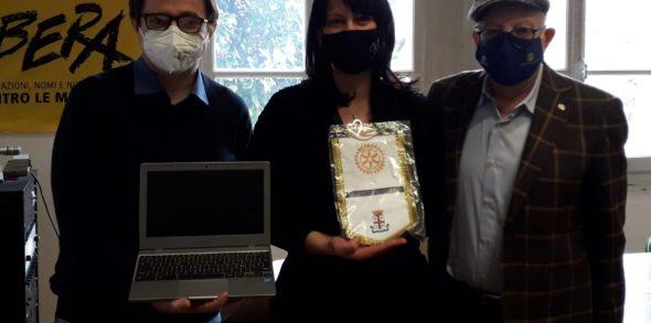Il Rotary Club Reggio Emilia dona 10 laptop a 2 scuole di Reggio Emilia